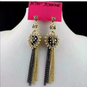 NWT•Betsey Keyhole Heart & chains drop earrings